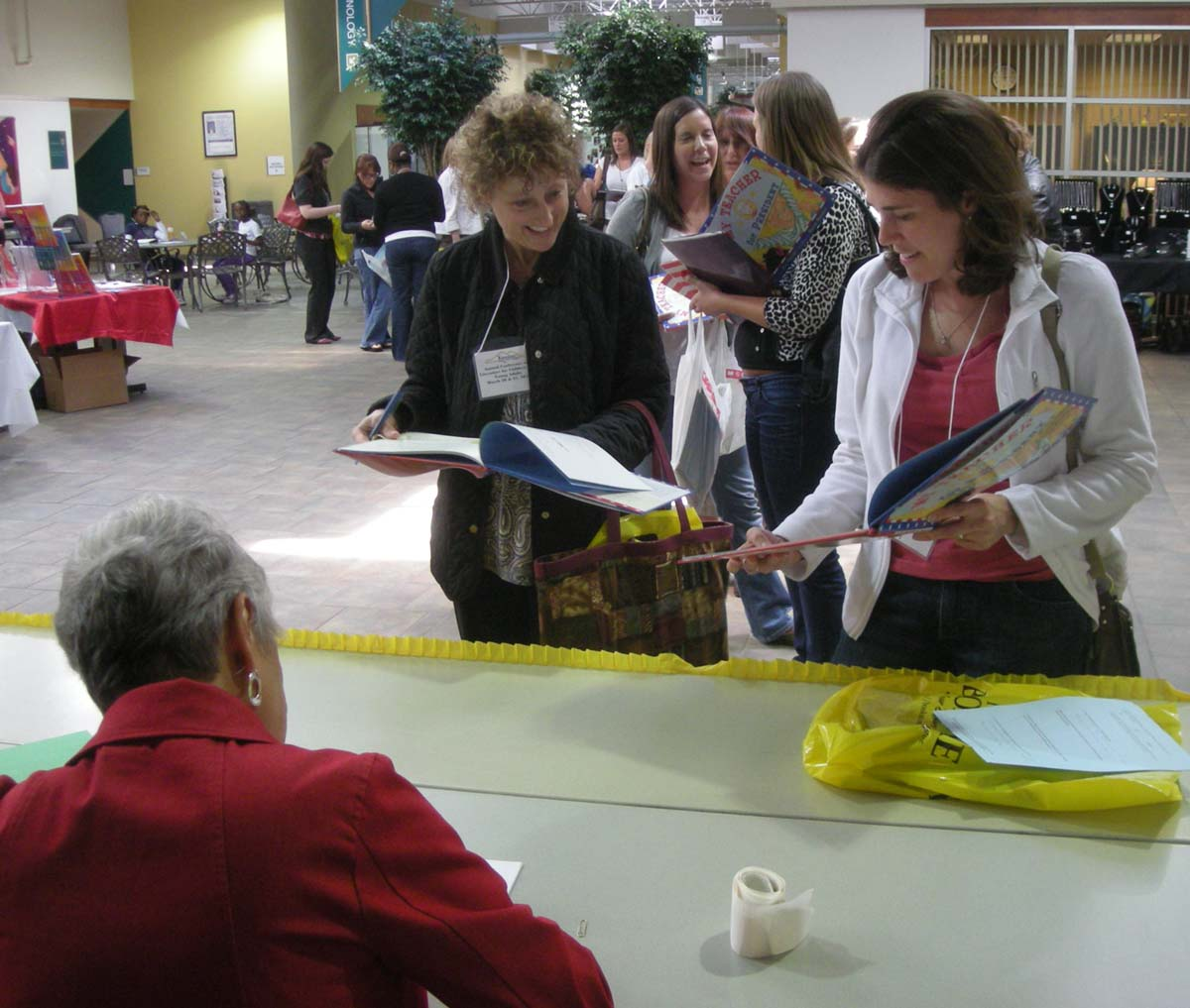 Kay signing for attendees